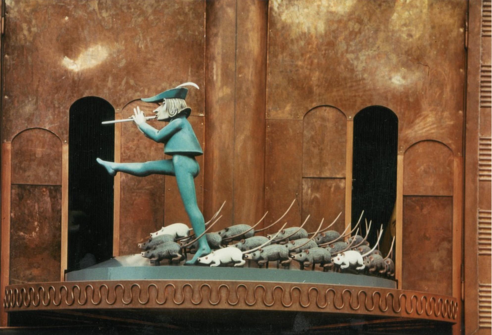 Hamelin hameln Germany Pied Piper Rattenfanger glockenspiel rats clock